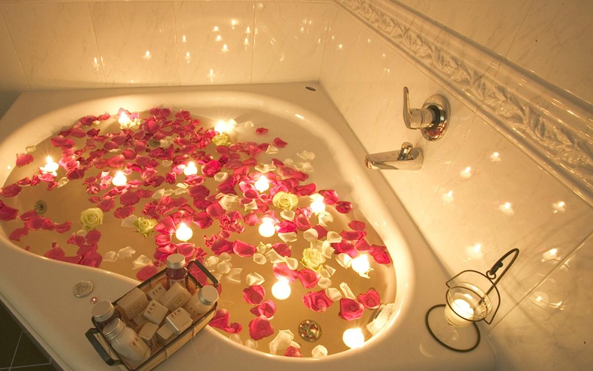 Vasca Da Bagno Romantica Con Candele : Hotel con vasca idromassaggio in camera hotel pavia del duca***